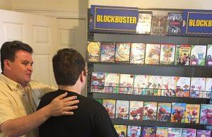 ブロックバスターのビデオ棚を再現