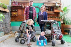 マッドマックスファンの両親とその子供たち