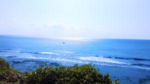 喜屋武岬の海と船